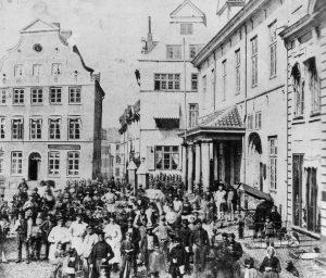 Ansicht vom alten Markt mit Hof-Apotheke um 1860