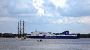 Eine DFDS-Fähre verlässt Kiel