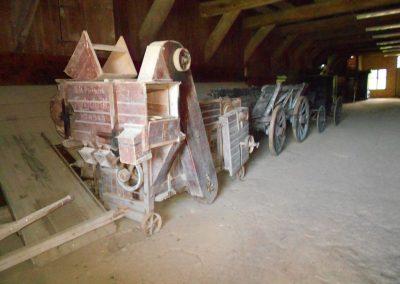 Landmaschinen aus Holz